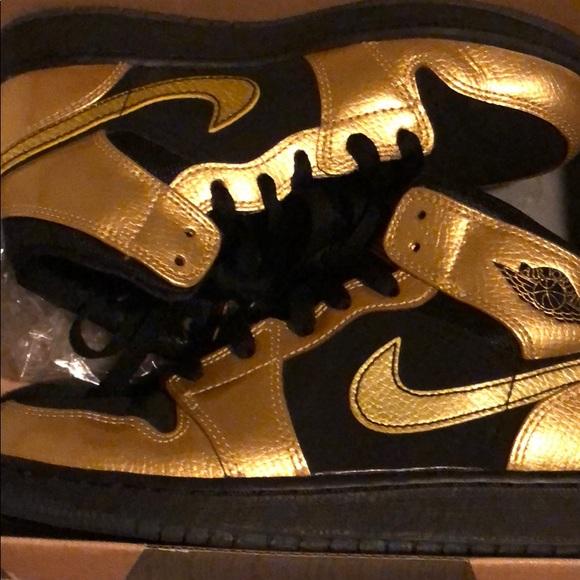 cheaper 52cc5 2ca56 Black & Gold 1s
